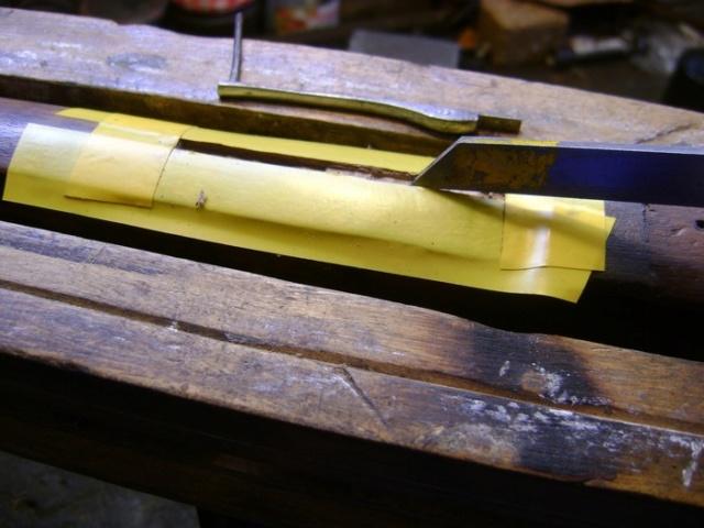 Encastrer une épinglette de garniture. Dsc03865