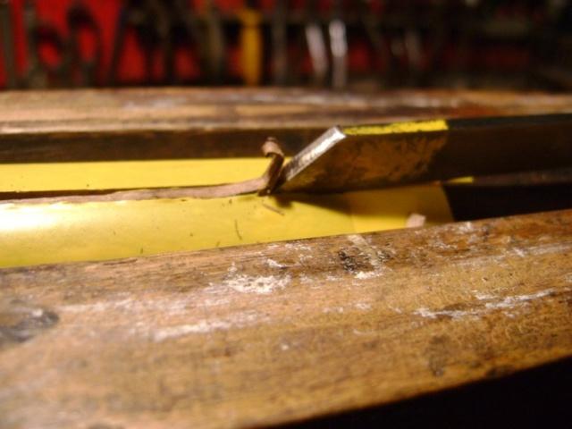 Encastrer une épinglette de garniture. Dsc03915
