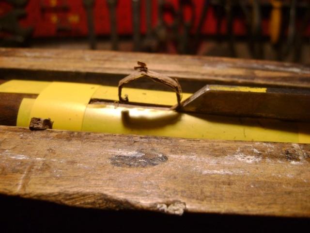 Encastrer une épinglette de garniture. Dsc03917