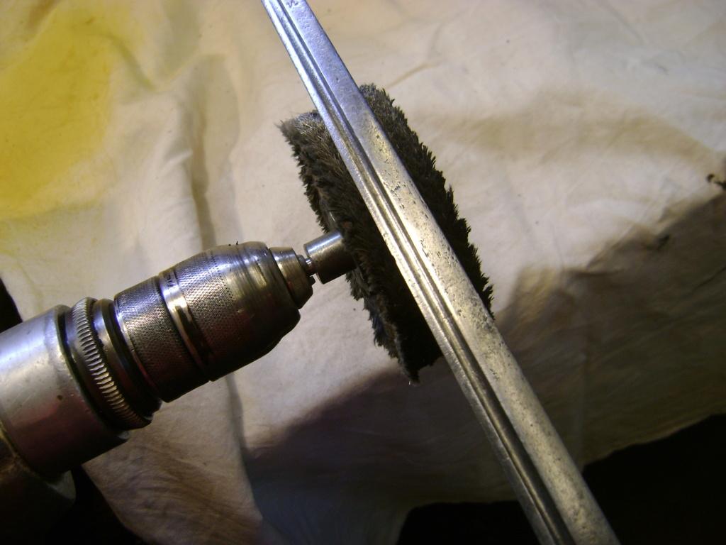 5 sabres à restaurer pour des membres du forum. Dsc05057