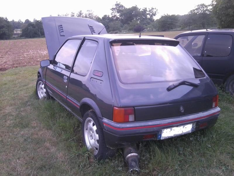 [manu17] 205 GTI 1.9L 130cv Rouge Lucifer 1989 Photo019