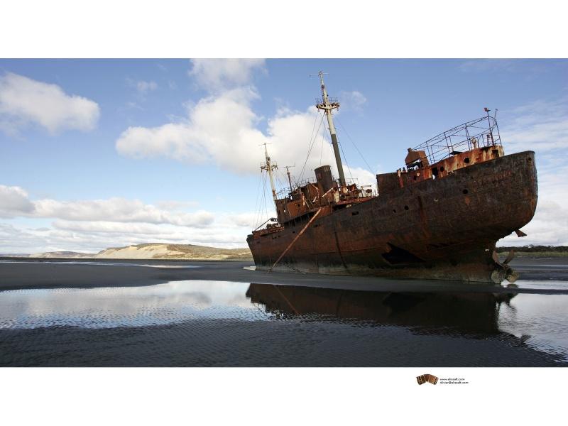 Appel à la nostalgie des épaves de bateaux Desdem10