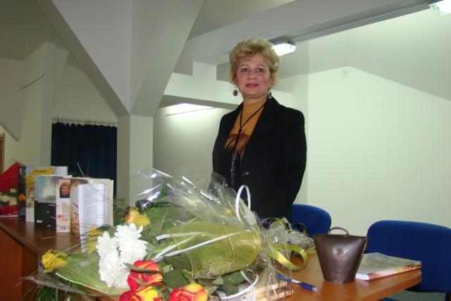 """Lansare de carte-""""Pe muchia instabila dintre existenţă şi neant"""" -Valentina Becart Becart11"""