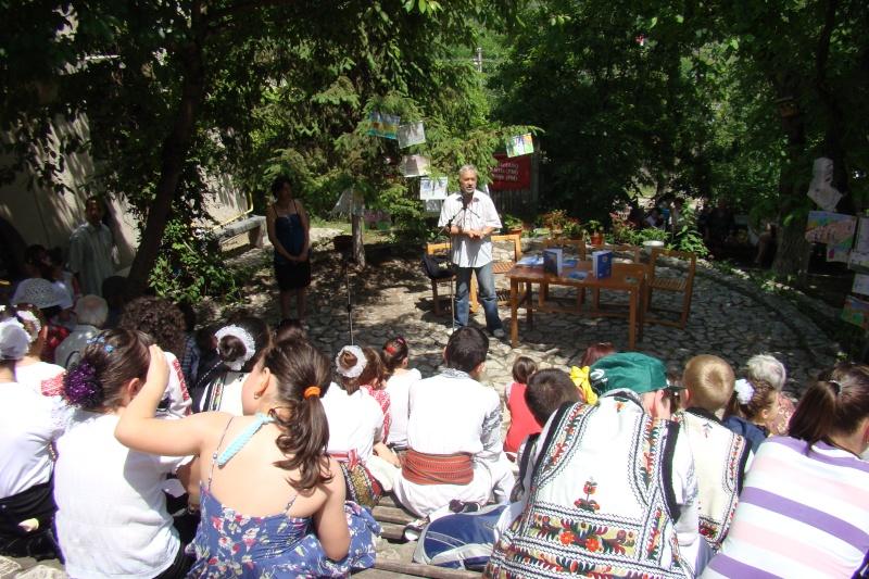 """Sărbătoarea Copilăriei-eveniment organizat de Asociatia Universul Prieteniei si Lansare de carte """"Printul Andrico""""-Adelina Ciocan-01 iunie 2011 Bojdea29"""