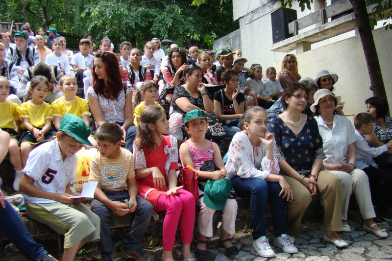 """Sărbătoarea Copilăriei-eveniment organizat de Asociatia Universul Prieteniei si Lansare de carte """"Printul Andrico""""-Adelina Ciocan-01 iunie 2011 Bojdea31"""
