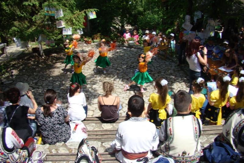 """Sărbătoarea Copilăriei-eveniment organizat de Asociatia Universul Prieteniei si Lansare de carte """"Printul Andrico""""-Adelina Ciocan-01 iunie 2011 Bojdea56"""