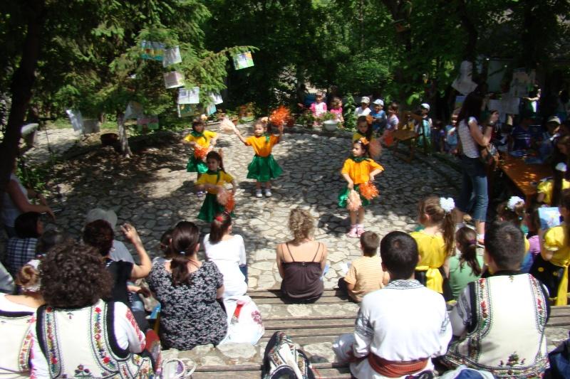 """Sărbătoarea Copilăriei-eveniment organizat de Asociatia Universul Prieteniei si Lansare de carte """"Printul Andrico""""-Adelina Ciocan-01 iunie 2011 Bojdea57"""
