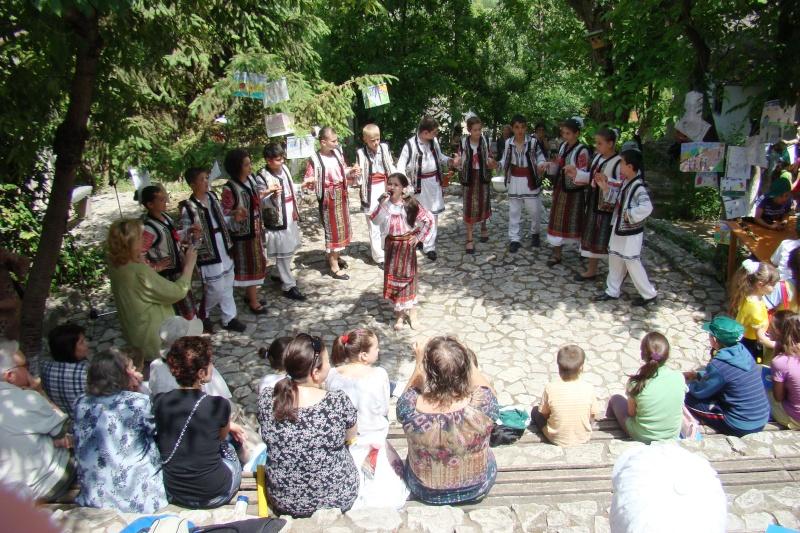 """Sărbătoarea Copilăriei-eveniment organizat de Asociatia Universul Prieteniei si Lansare de carte """"Printul Andrico""""-Adelina Ciocan-01 iunie 2011 Bojdea60"""