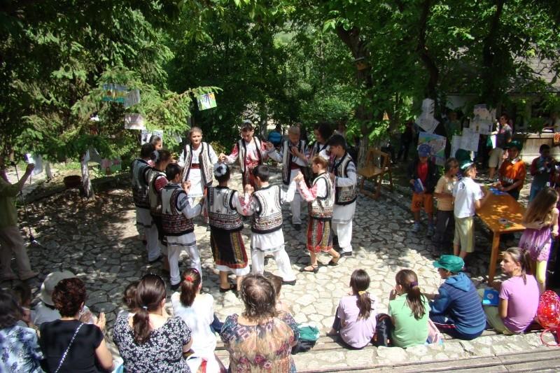 """Sărbătoarea Copilăriei-eveniment organizat de Asociatia Universul Prieteniei si Lansare de carte """"Printul Andrico""""-Adelina Ciocan-01 iunie 2011 Bojdea62"""