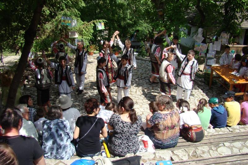 """Sărbătoarea Copilăriei-eveniment organizat de Asociatia Universul Prieteniei si Lansare de carte """"Printul Andrico""""-Adelina Ciocan-01 iunie 2011 Bojdea66"""