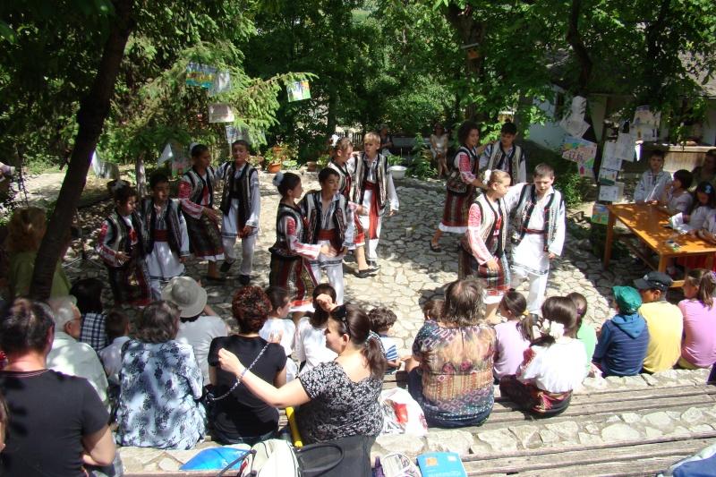 """Sărbătoarea Copilăriei-eveniment organizat de Asociatia Universul Prieteniei si Lansare de carte """"Printul Andrico""""-Adelina Ciocan-01 iunie 2011 Bojdea67"""