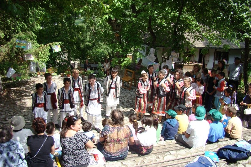 """Sărbătoarea Copilăriei-eveniment organizat de Asociatia Universul Prieteniei si Lansare de carte """"Printul Andrico""""-Adelina Ciocan-01 iunie 2011 Bojdea68"""