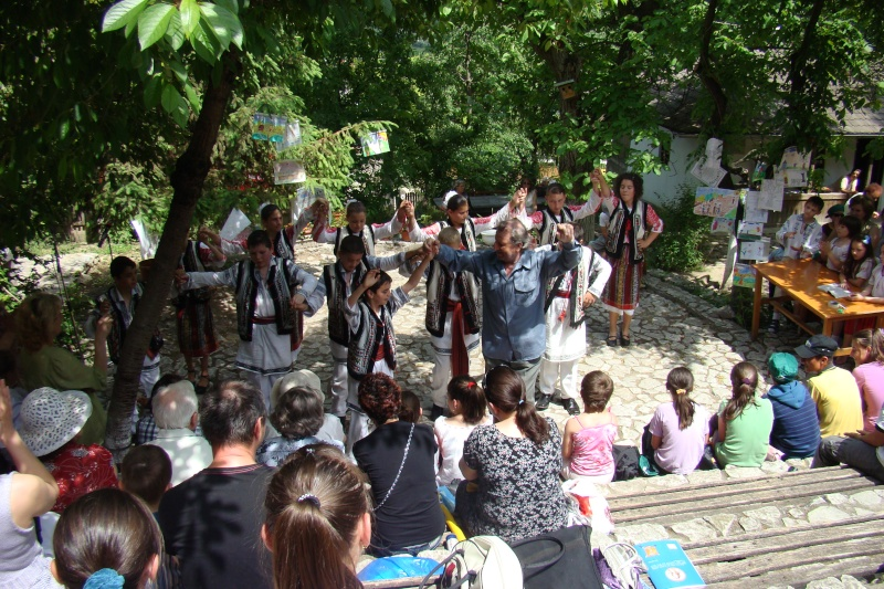 """Sărbătoarea Copilăriei-eveniment organizat de Asociatia Universul Prieteniei si Lansare de carte """"Printul Andrico""""-Adelina Ciocan-01 iunie 2011 Bojdea69"""
