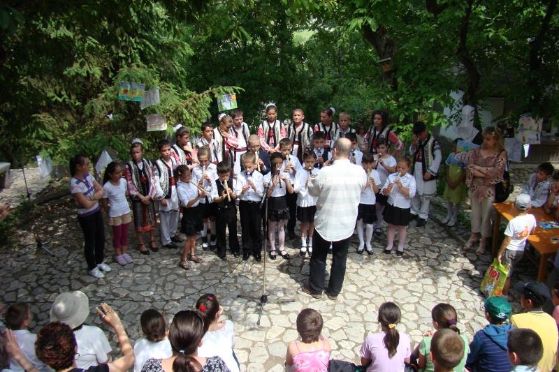 """Sărbătoarea Copilăriei-eveniment organizat de Asociatia Universul Prieteniei si Lansare de carte """"Printul Andrico""""-Adelina Ciocan-01 iunie 2011 Bojdea71"""