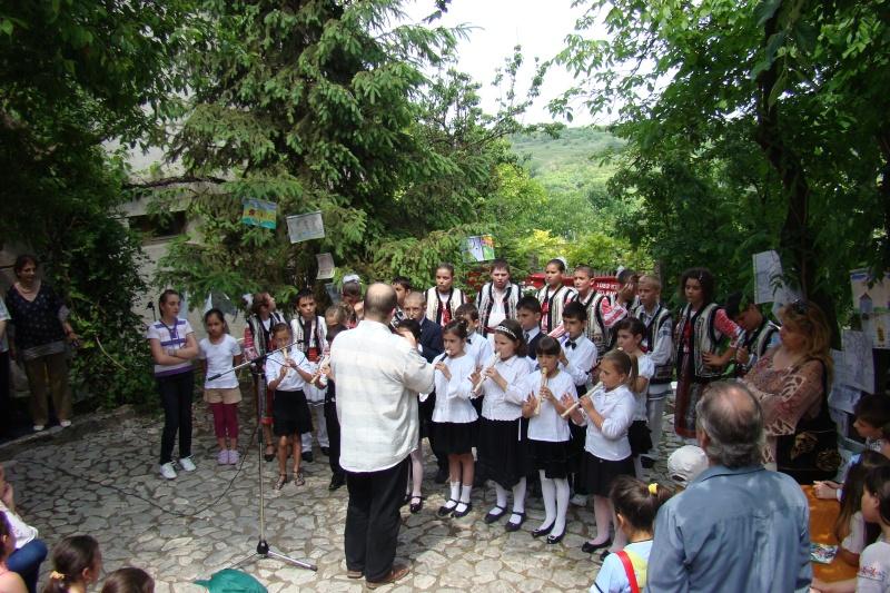"""Sărbătoarea Copilăriei-eveniment organizat de Asociatia Universul Prieteniei si Lansare de carte """"Printul Andrico""""-Adelina Ciocan-01 iunie 2011 Bojdea72"""