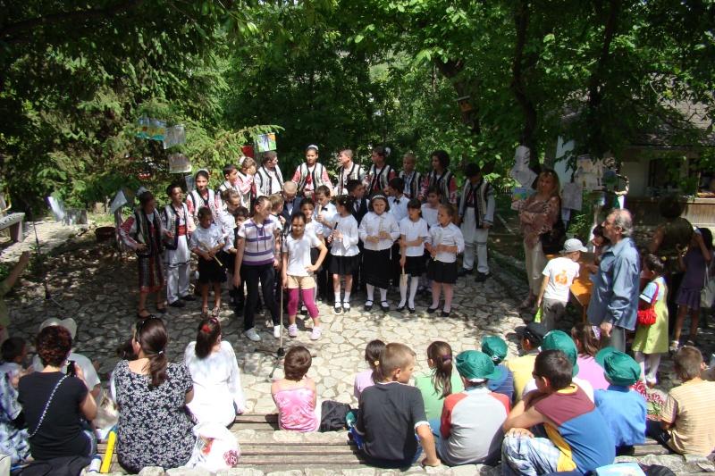 """Sărbătoarea Copilăriei-eveniment organizat de Asociatia Universul Prieteniei si Lansare de carte """"Printul Andrico""""-Adelina Ciocan-01 iunie 2011 Bojdea73"""