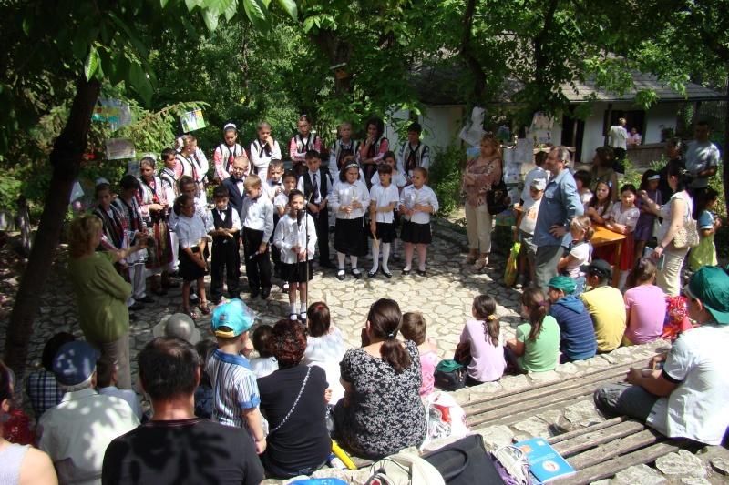"""Sărbătoarea Copilăriei-eveniment organizat de Asociatia Universul Prieteniei si Lansare de carte """"Printul Andrico""""-Adelina Ciocan-01 iunie 2011 Bojdea75"""