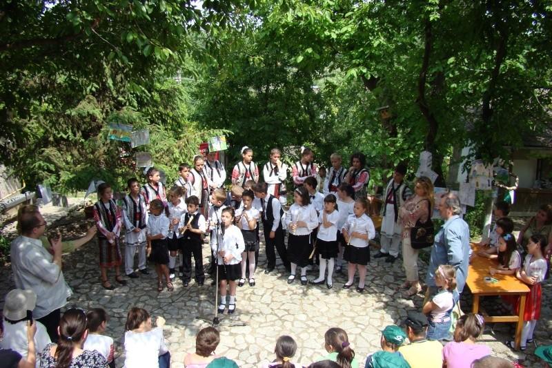 """Sărbătoarea Copilăriei-eveniment organizat de Asociatia Universul Prieteniei si Lansare de carte """"Printul Andrico""""-Adelina Ciocan-01 iunie 2011 Bojdea76"""