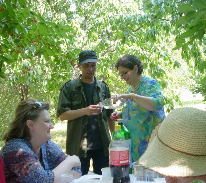 18 iunie 2011-Sedinta a XIV A Cenaclului U.P.-Lansare de carte Marioara Visan si Silvia Goteanschii,lectura publica Vasilian Dobos Cenac134