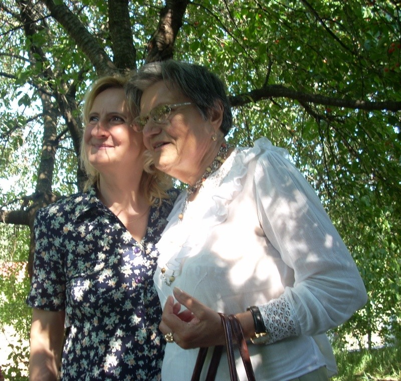 18 iunie 2011-Sedinta a XIV A Cenaclului U.P.-Lansare de carte Marioara Visan si Silvia Goteanschii,lectura publica Vasilian Dobos Cenac139