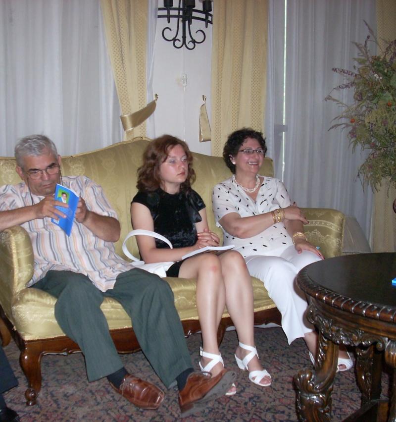 18 iunie 2011-Sedinta a XIV A Cenaclului U.P.-Lansare de carte Marioara Visan si Silvia Goteanschii,lectura publica Vasilian Dobos Cenacl71