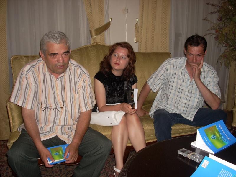 18 iunie 2011-Sedinta a XIV A Cenaclului U.P.-Lansare de carte Marioara Visan si Silvia Goteanschii,lectura publica Vasilian Dobos Cenacl74