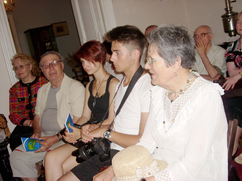 18 iunie 2011-Sedinta a XIV A Cenaclului U.P.-Lansare de carte Marioara Visan si Silvia Goteanschii,lectura publica Vasilian Dobos Cenacl92