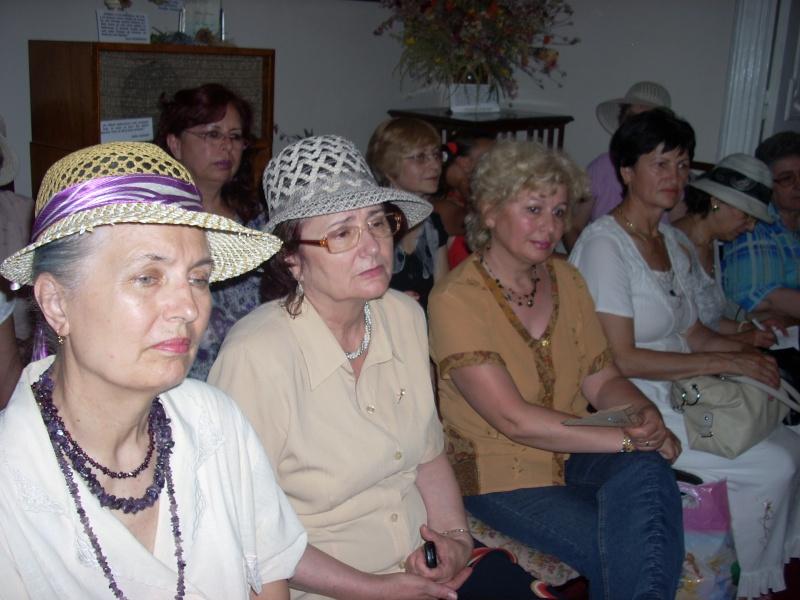 18 iunie 2011-Sedinta a XIV A Cenaclului U.P.-Lansare de carte Marioara Visan si Silvia Goteanschii,lectura publica Vasilian Dobos Cenacl96