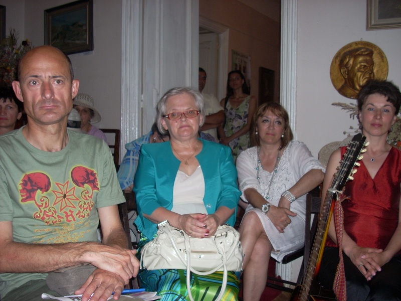 18 iunie 2011-Sedinta a XIV A Cenaclului U.P.-Lansare de carte Marioara Visan si Silvia Goteanschii,lectura publica Vasilian Dobos Cenacl98
