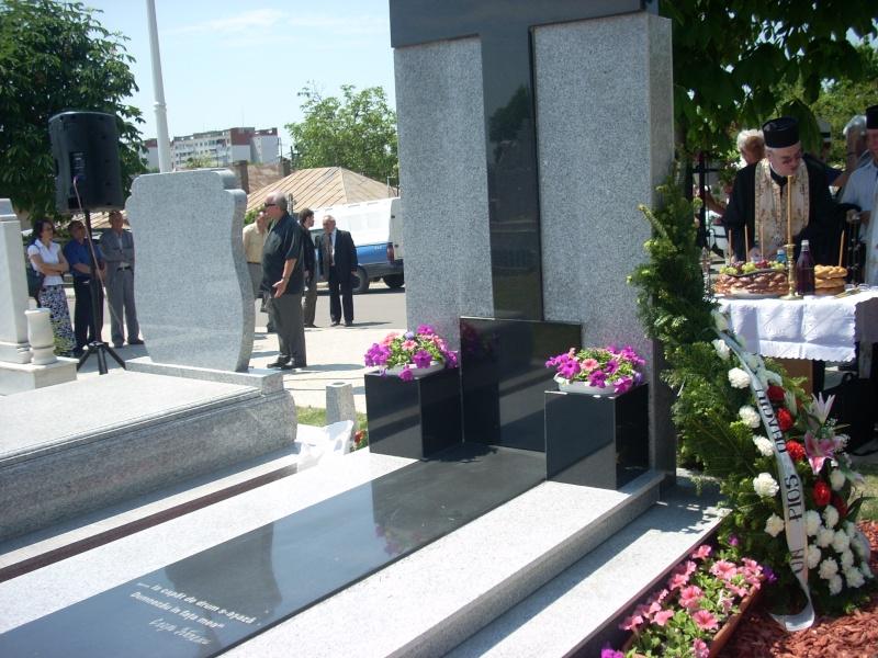 """FESTIVALUL NAŢIONAL DE POEZIE """"CEZAR IVĂNESCU""""-21 - 24 mai 2011 Cezar_15"""