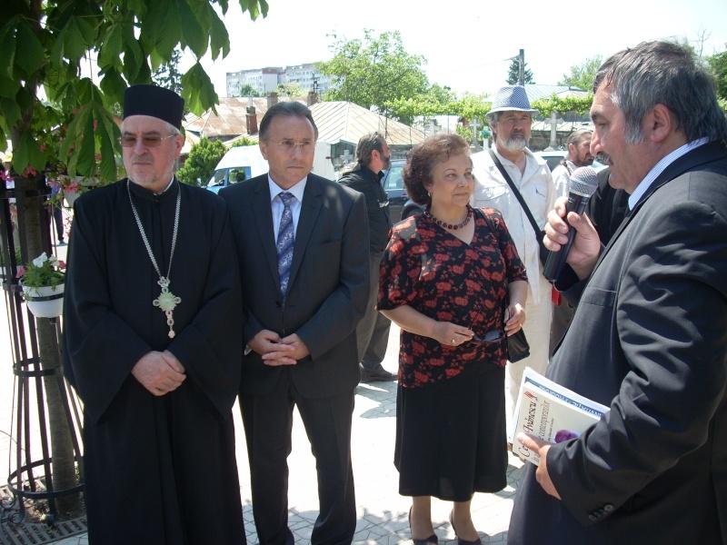 """FESTIVALUL NAŢIONAL DE POEZIE """"CEZAR IVĂNESCU""""-21 - 24 mai 2011 Cezar_17"""