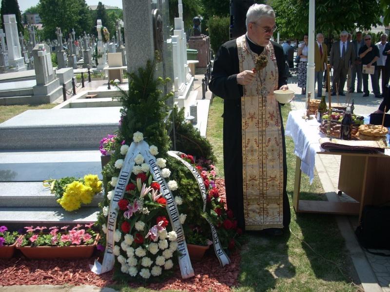 """FESTIVALUL NAŢIONAL DE POEZIE """"CEZAR IVĂNESCU""""-21 - 24 mai 2011 Cezar_18"""