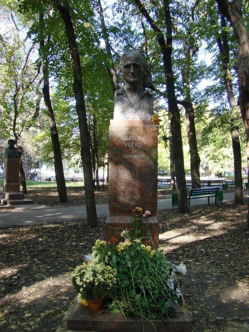"Festivalul Internaţional de Poezie ""Grigore Vieru""-Iasi si Chisinau- editia 2010  Chisin33"
