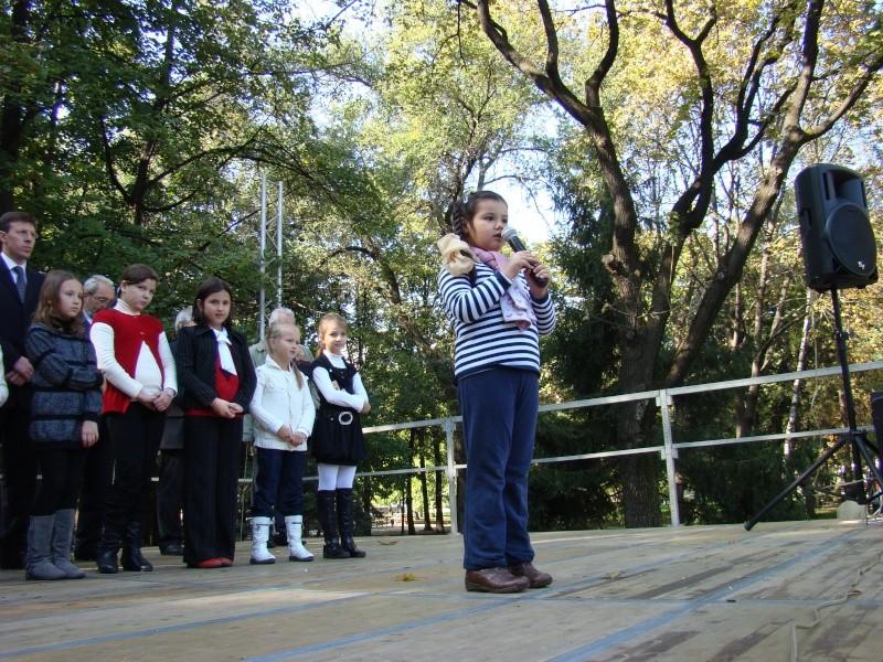 "Festivalul Internaţional de Poezie ""Grigore Vieru""-Iasi si Chisinau- editia 2010  Chisin35"