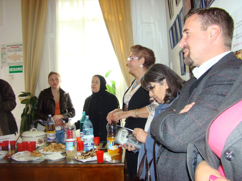 11 septembrie 2010 -Sedinta a V-a a Cenaclului U.P-Lansare de carte-Treizeci si cinci-Ovidiu Raul Vasiliu Dsc00116