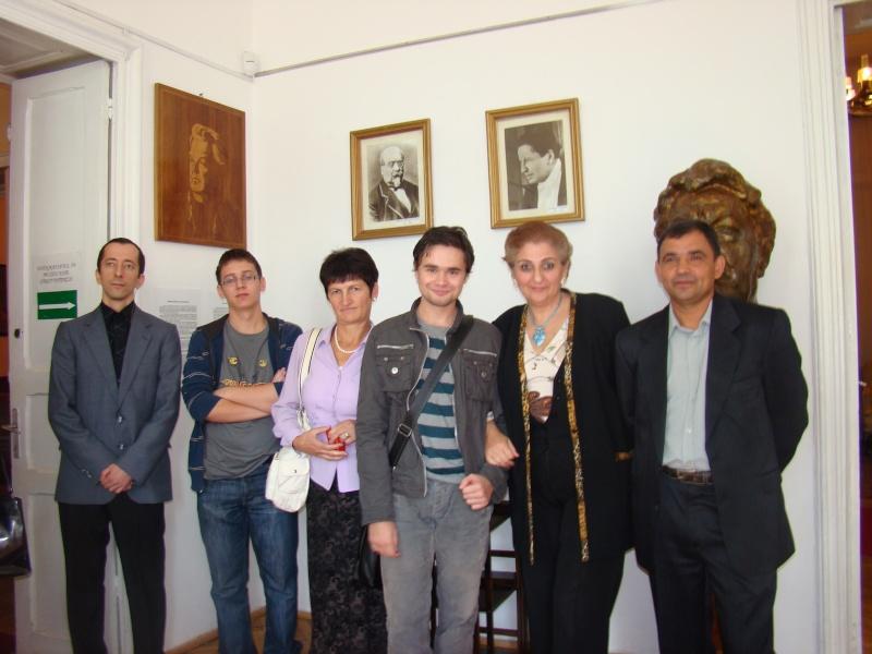 11 septembrie 2010 -Sedinta a V-a a Cenaclului U.P-Lansare de carte-Treizeci si cinci-Ovidiu Raul Vasiliu Dsc00210