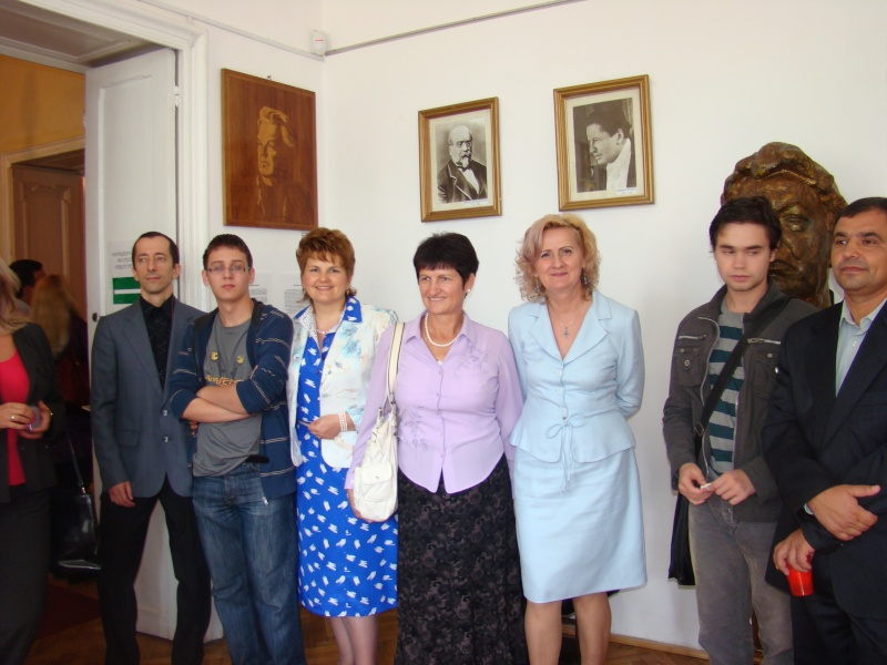 11 septembrie 2010 -Sedinta a V-a a Cenaclului U.P-Lansare de carte-Treizeci si cinci-Ovidiu Raul Vasiliu Dsc00211