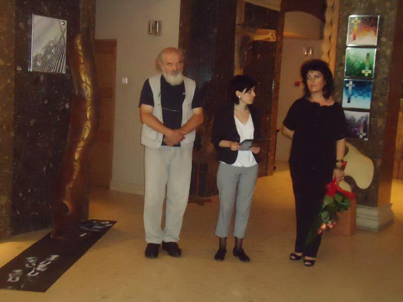 Vernisaj expozitie de pictura si sculptura -Liliana Nastas Brătescu/Ioan Croitor Brădescu-Dialog Metaforic-9-19 iunie 2011 Brasov Dsc01111
