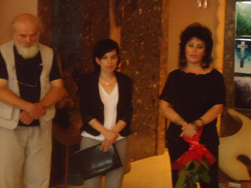 Vernisaj expozitie de pictura si sculptura -Liliana Nastas Brătescu/Ioan Croitor Brădescu-Dialog Metaforic-9-19 iunie 2011 Brasov Dsc01112