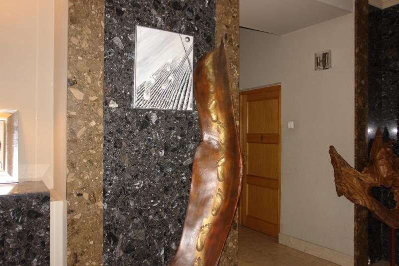 Vernisaj expozitie de pictura si sculptura -Liliana Nastas Brătescu/Ioan Croitor Brădescu-Dialog Metaforic-9-19 iunie 2011 Brasov Dsc05615