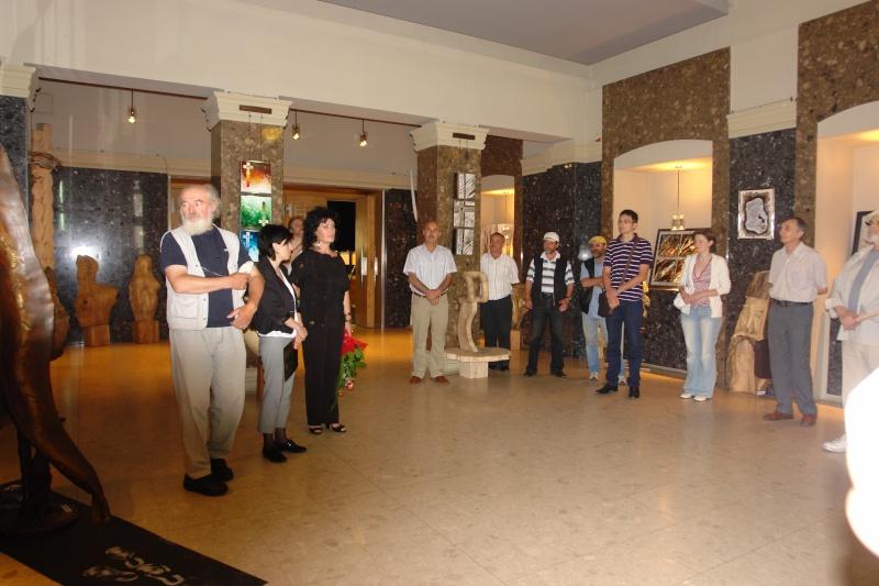 Vernisaj expozitie de pictura si sculptura -Liliana Nastas Brătescu/Ioan Croitor Brădescu-Dialog Metaforic-9-19 iunie 2011 Brasov Dsc05622