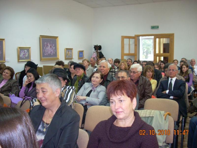 Maria Elena Cuşnir-Lansare de carte-2 Octombrie 2010 Dscn3710