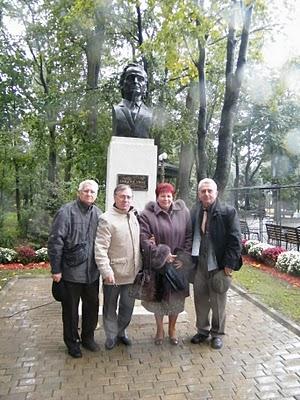"""Festivalul Internaţional de Poezie """"Grigore Vieru""""-Iasi si Chisinau- editia 2010  Festiv20"""