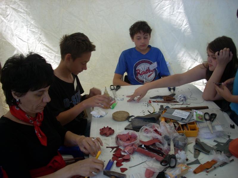 Targul de arta ceramica Cucuteni si al mestesugarilor de la Iasi-1/3 iulie 2011 Floare11