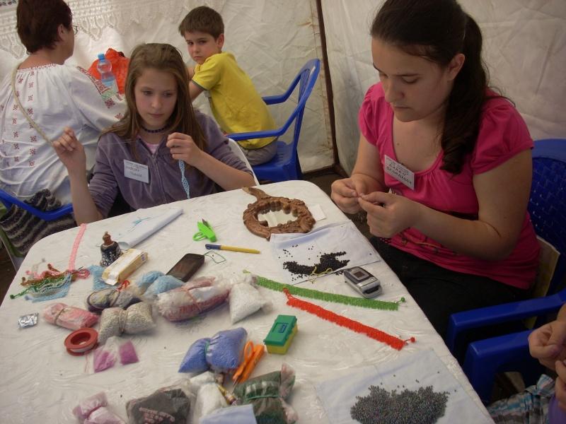 Targul de arta ceramica Cucuteni si al mestesugarilor de la Iasi-1/3 iulie 2011 Floare16