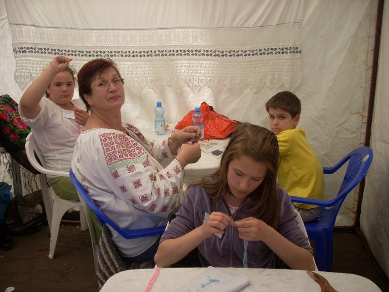 Targul de arta ceramica Cucuteni si al mestesugarilor de la Iasi-1/3 iulie 2011 Floare17