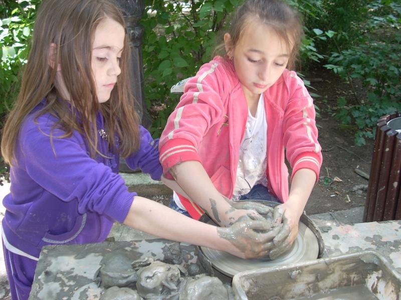 Targul de arta ceramica Cucuteni si al mestesugarilor de la Iasi-1/3 iulie 2011 Floare23