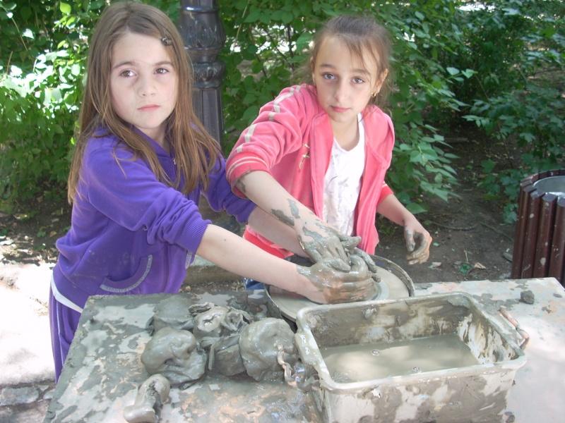 Targul de arta ceramica Cucuteni si al mestesugarilor de la Iasi-1/3 iulie 2011 Floare24