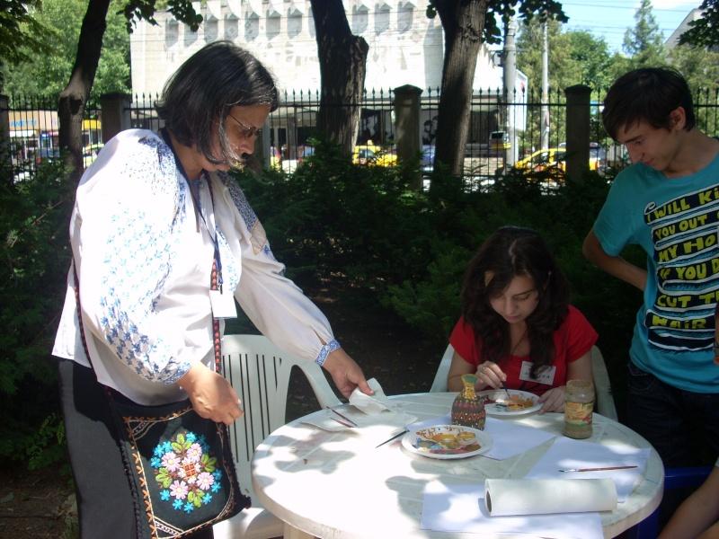 Targul de arta ceramica Cucuteni si al mestesugarilor de la Iasi-1/3 iulie 2011 Floare37