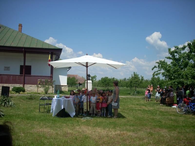 """""""ACASĂ LA FAMILIA NEGRUZZI""""- Muzeul """"C. Negruzzi"""" din Hermeziu, comuna Trifeşti-duminica 22 mai 2011 Hermez60"""